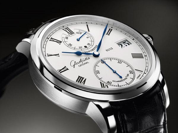 Coffret Glashütte Original associant un chronomètre de marine restauré et un Senator chronomètre Platine