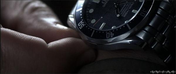 Trahi par le MI16, James Bond porte une montre Omega Seamaster Professional