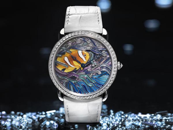 Montre Ronde Louis Cartier taille XL, décor poisson et corail, nacre gravée, peinture miniature et émail plique-à-jour