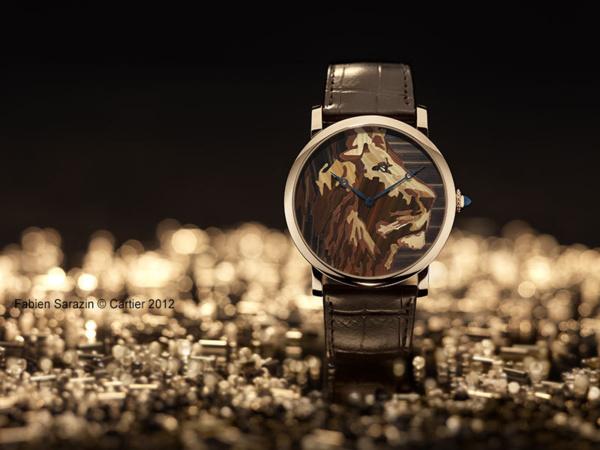 Montre Rotonde de Cartier, décor lion, marqueterie de paille