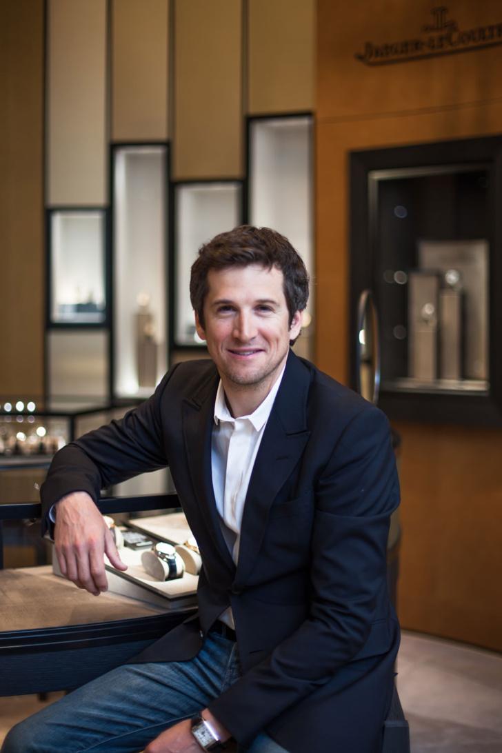 Guillaume Canet à la boutique flagship Jaeger-LeCoultre de New York au 701 Madison Avenue, portant sa montre Grande Reverso Calendar