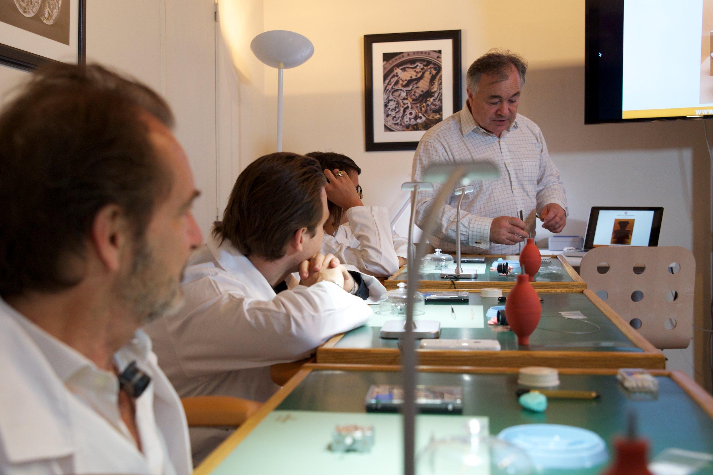 Férus d'horlogerie venez essayer les ateliers d'initiation horlogère itinérants en Province et à l'Etranger : Top départ !