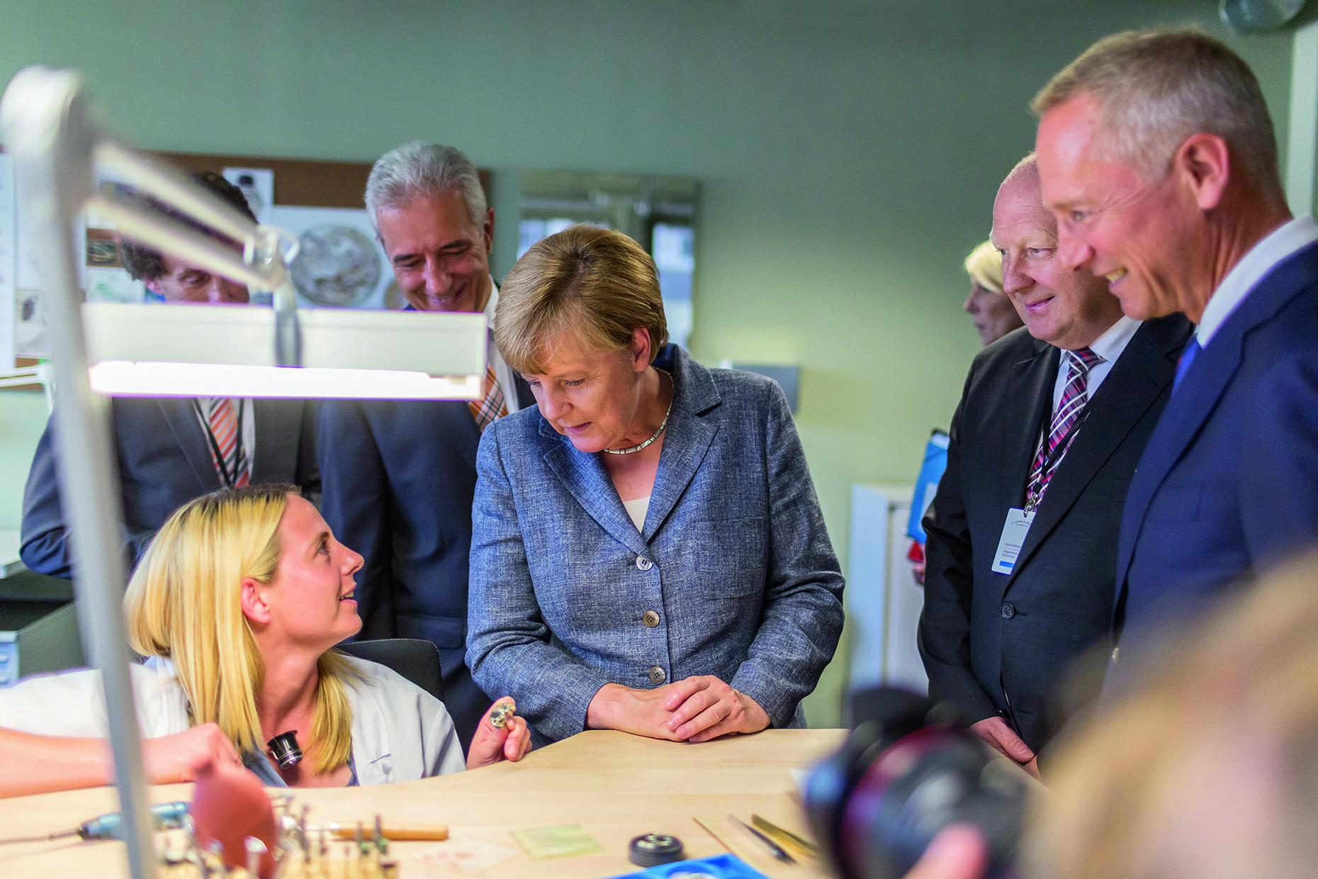 La Chancelière allemande Angela Merkel inaugure le nouveau bâtiment Lange