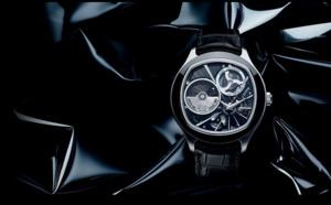 Piaget présent sa montre Emperador Coussin XL 700P : Mécanique et quartz unis dans l'audace
