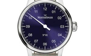 MeisterSinger complète sa collection n°01 avec pour couleur de cadran un bleu nuit chatoyant